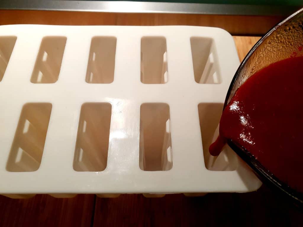 Filling popsicle moulds