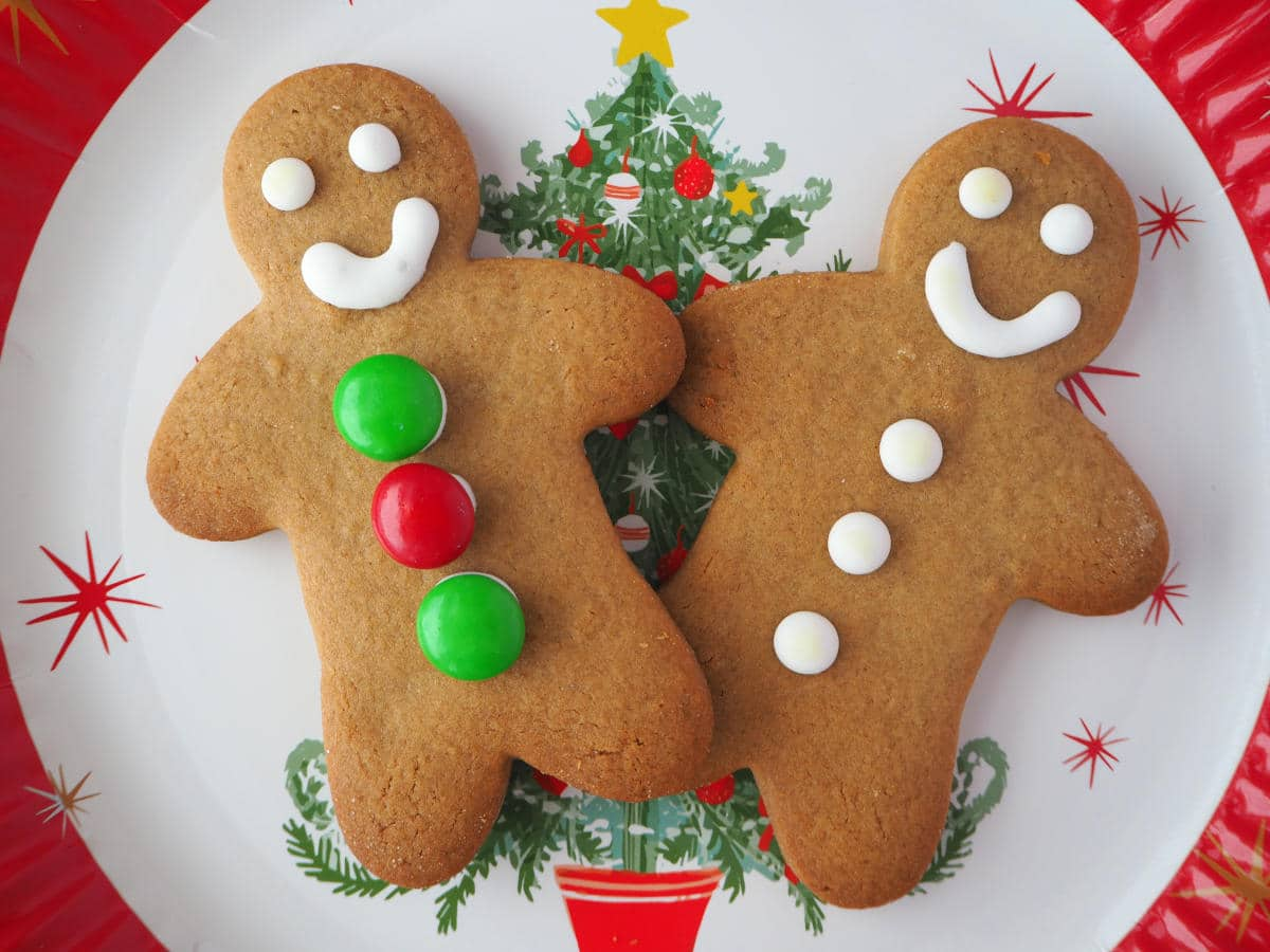 pair of gingerbread men on a Christmas plate.