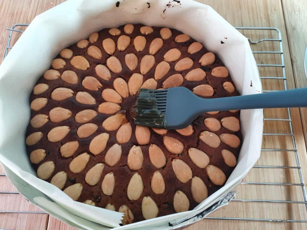 glazing cake.
