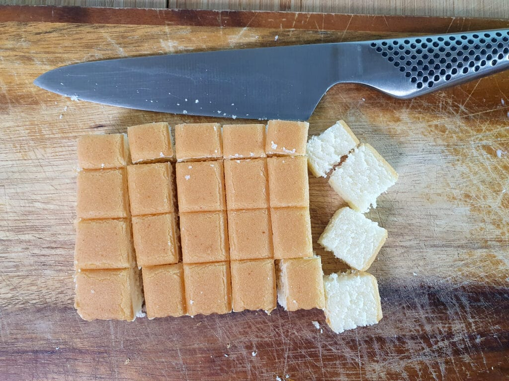 Chopping sponge cake.