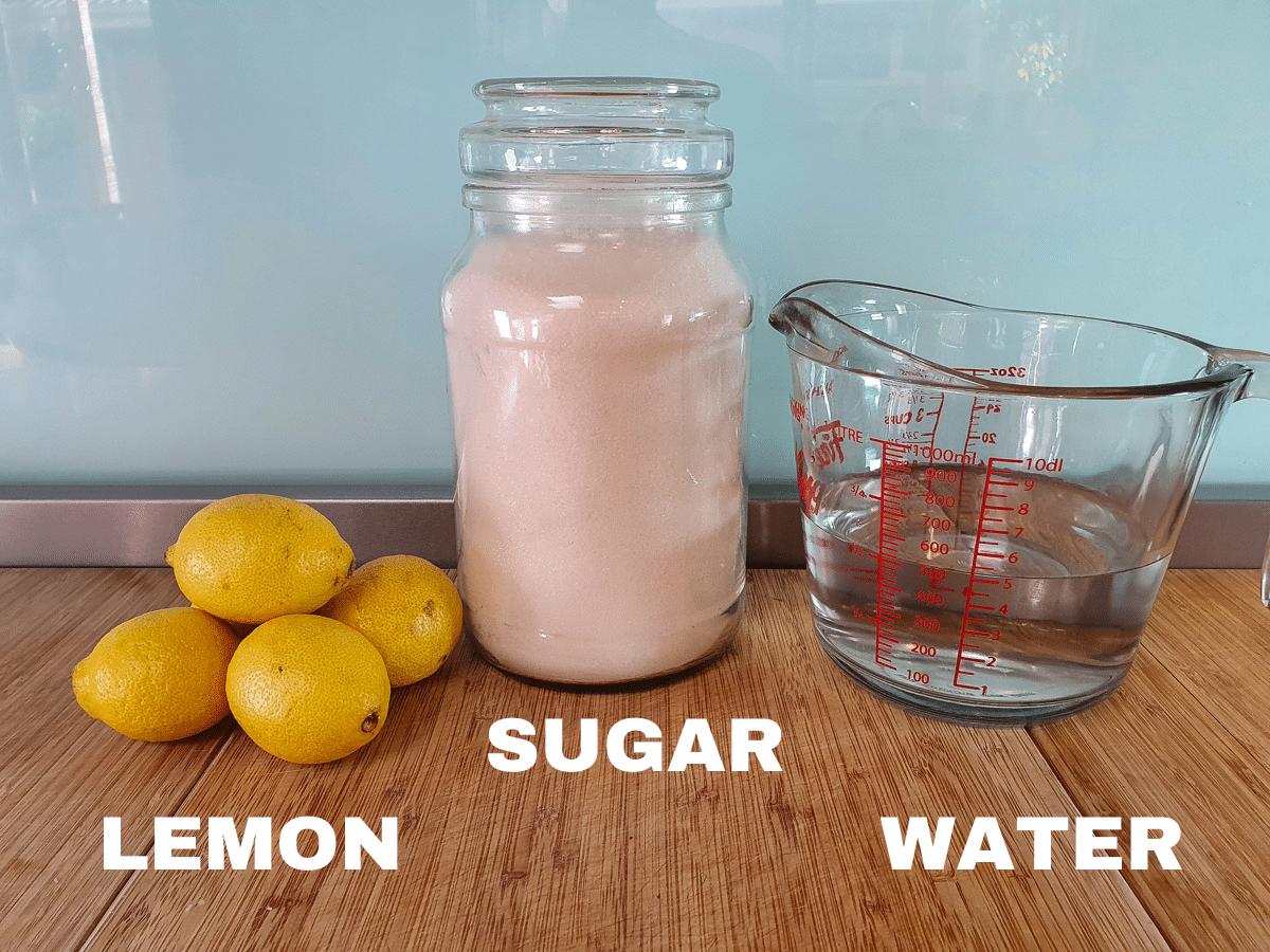 Lemonade popsicles ingredients, lemons, sugar and water.