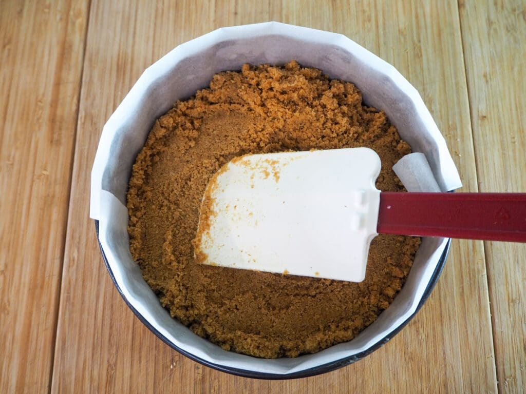 Pressing down base with a flexible spatula.