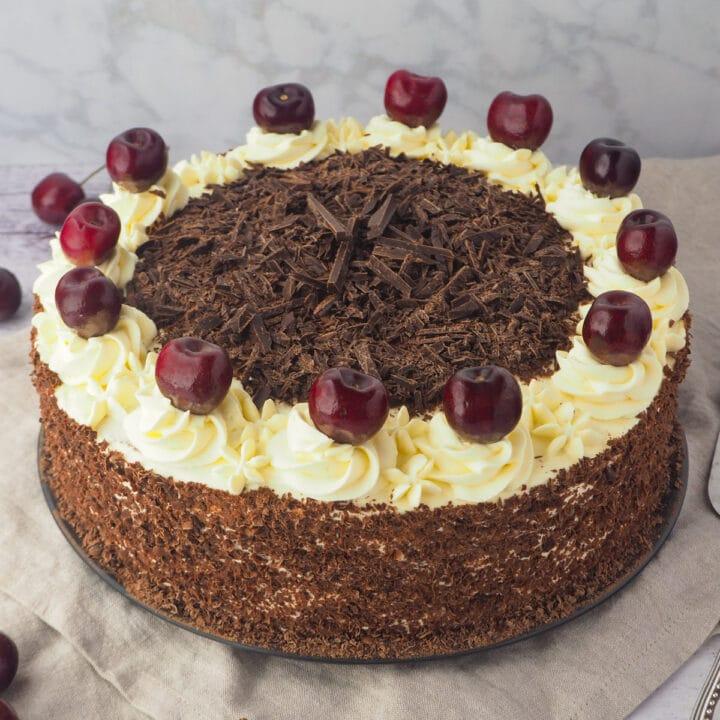 Close up whole cake.