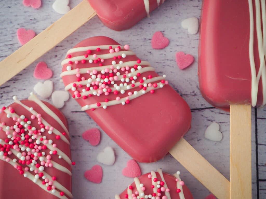 Valentines cakesicles.